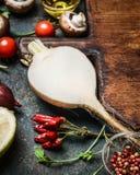 健康烹调的根菜类和素食主义者成份 库存照片