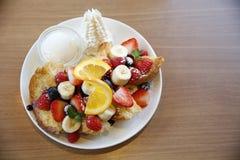 健康甜水果沙拉 免版税库存图片