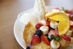 健康甜水果沙拉 库存照片