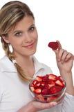 健康生活方式系列草莓妇女 库存照片