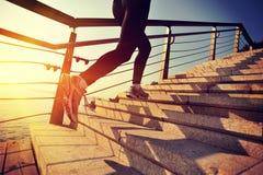 健康生活方式炫耀妇女赛跑 免版税库存照片