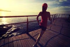 健康生活方式炫耀妇女赛跑 图库摄影