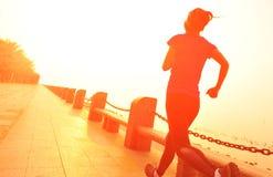 健康生活方式美好的亚洲妇女赛跑 图库摄影