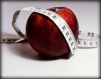 健康生活方式,我们观看饮食,我们考虑卡路里 免版税图库摄影