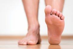 健康男性脚跨步 库存照片