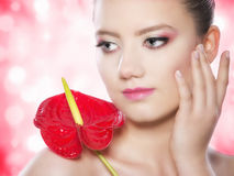 健康白人妇女的背景秀丽关心干净的接近的表面健康设计自然肉欲的皮肤温泉 与桃红色构成的秀丽 免版税库存照片