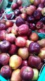 健康红色苹果在印地安超级市场 免版税库存照片