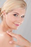 健康纯皮肤温泉妇女年轻人 免版税库存照片