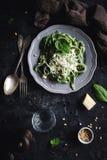 健康绿色菠菜面团用乳酪 免版税库存照片