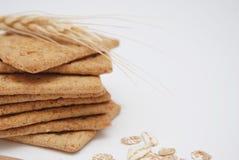 健康自然饮食和健身整粒饼干 燕麦和缺一不可的快餐 免版税图库摄影