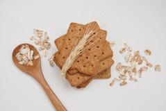 健康自然饮食和健身整粒饼干 燕麦和缺一不可的快餐 免版税库存照片