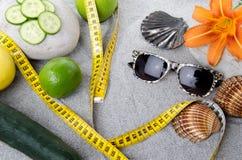 健康营养、减重和海滩的概念 免版税库存照片