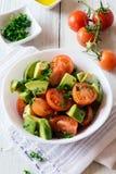 健康西红柿和鲕梨沙拉 库存照片