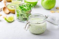 健康酸奶喝与新鲜蔬菜和果子在玻璃 库存照片