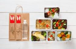 健康食物交付,每日饭食顶视图,拷贝空间 免版税库存图片