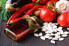 健康食物背景,时髦饮食产品,菜,谷物,坚果 油 免版税库存图片