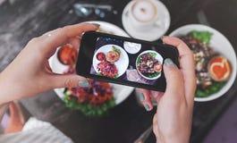健康食物食物照片  对社会网络 免版税库存图片