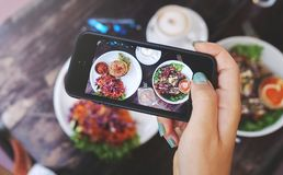健康食物食物照片  对社会网络 免版税库存照片