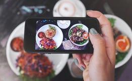健康食物食物照片  对社会网络 图库摄影