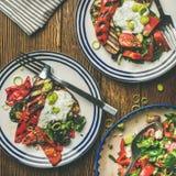 健康饭桌设置平位置用素食主义者开胃菜 免版税库存照片