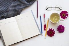健康饮料和笔记本计划者企业工作的 免版税库存照片