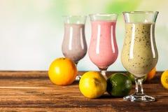 健康饮食、蛋白质震动和果子 免版税库存图片