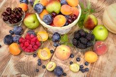 健康饮食,健康食物-有机季节性果子 免版税库存图片