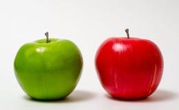 健康:绿色苹果计算机-红色苹果计算机 免版税库存图片
