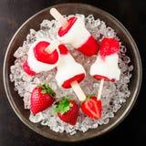 健康结冰的草莓点心 免版税库存照片