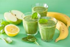 健康绿色菠菜圆滑的人用苹果柠檬香蕉 库存照片