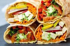 健康素食主义者沙拉玉米粉薄烙饼套 免版税图库摄影