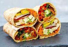 健康素食主义者沙拉玉米粉薄烙饼套 免版税库存图片
