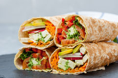 健康素食主义者沙拉玉米粉薄烙饼套 免版税库存照片