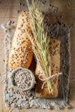 健康ciabatta小圆面包用麦子和耳朵 免版税库存图片