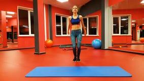 健身俱乐部的女孩 股票视频