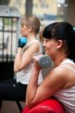 健身俱乐部的妇女 库存照片