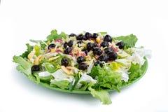 健身健康蔬菜沙拉,菜,橄榄,圆白菜, sl的 免版税库存照片