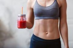 健身和健康生活方式概念与戒毒所圆滑的人 图库摄影