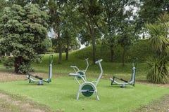 健身地区在一个公园 免版税库存图片