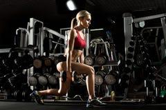 健身女孩在体操方面 免版税库存图片
