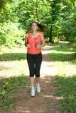 健身女孩跑步 免版税图库摄影