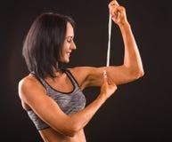 健身妇女用米棍子 库存照片