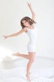 健身妇女跳跃 库存图片