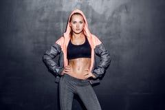 年轻健身妇女 免版税库存图片