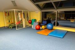 健身房和健身室在康复中心残疾在维斯瓦,波兰 免版税图库摄影