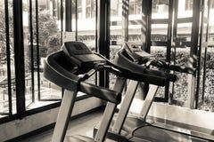 健身房室内部在豪华旅馆 免版税库存照片
