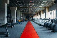 健身房没人,空的健身俱乐部 库存照片