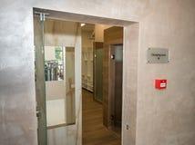 健身房的化装室在Kranevo旅馆复合体的温泉中心在保加利亚 免版税图库摄影