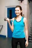 健身房的女孩 免版税图库摄影