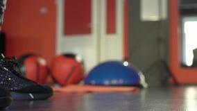 健身房的年轻健康运动的活跃形状女孩 影视素材